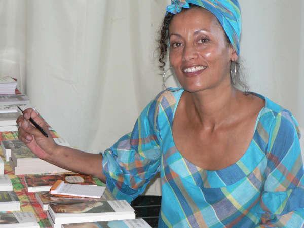 Dédicace à Mona et Manman dlo – Juillet 2012